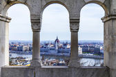 Budapest, Hungary. View of the Danube and the Hungarian Parliament from Fishermen 's Bastion — Stock Photo