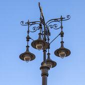 Budapest, węgry. piękna latarnia na ulicy miasta — Zdjęcie stockowe