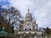 Paris, France, April 29, 2013. Tourists at Sacre-Coeur in Montmartre — Stockfoto