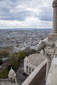 Paris, Frankrijk. uitzicht op de stad vanaf het observatie-platform van de basiliek van de sacre coeur in montmartre — Stockfoto