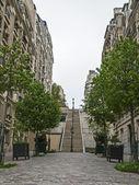 Paris, frança. rua pitoresca na colina de montmartre — Foto Stock