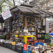 Budapest, Hungary, March 23, 2014 . Bookseller kiosk on the street — Stock Photo