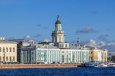St. Petersburg, Russia , September 21, 2012 . View of the Neva and its waterfront — Stock Photo