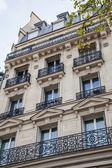 Paris, frankrijk. typische architectonische details — Stockfoto