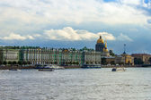 St. Petersburg, Russia . The architectural ensemble of the Neva River — Stock Photo