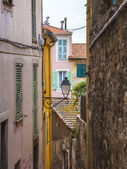 Menton , France. Typical architectural details of homes in the historic city — Stock Photo