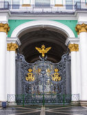 St. Petersburg, Russia. Detail of decorative lattice architecture of the Winter Palace — Stock Photo