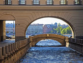 St. Petersburg, Russia, May 30, 2011. View Winter Canal and the Hermitage Bridge — Stock Photo
