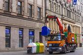 Prague, république tchèque 5 juillet 2010. janitorial bennes à ordures dans une rue — Photo