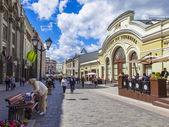 Moscow, Russia, on June 24, 2014. Kuznetsky Bridge Street - a new foot zone — Stock Photo