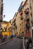 Nice, France, on July 3, 2011. The narrow curve street in the old city — Stock Photo