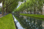 Dusseldorf, Germany, on July 5, 2014. Kyonigsalley - one of the central city streets — Foto de Stock