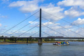 Dusseldorf, Germany, on July 6, 2014.  View of the river Rein, embankment and bridge — Foto de Stock