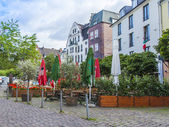 Dusseldorf, Germany, on July 6, 2014. Typical view of the city street. Summer cafe open-air — Foto de Stock