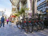 Dusseldorf, alemanha, em 7 de julho de 2014. ponto de aluguer de bicicletas na rua da cidade — Foto Stock