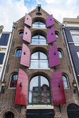 Amsterdam, the Netherlands, Typical architectural details of facades of the town houses constructed of the burned brick — Foto de Stock