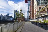 Düsseldorf, tyskland, på 6 juli 2014. arkitektoniskt komplex av rhine vallen i området media hamnen — Stockfoto