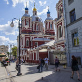 Moscow, Russia, on July 26, 2014. Tourists and citizens walk on a foot zone in the downtown — Zdjęcie stockowe