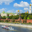 Moscow, Russia, on July 26, 2014. View of the Kremlin and Kremlevskaya Embankment of the Moskva River from Bolshoy Moskvoretsky Bridge — Stock Photo #50506949