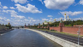 Moscow, Russia. View of the Kremlin and Kremlevskaya Embankment — Stock Photo