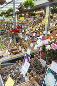 Amsterdam, países baixos, em 8 de julho de 2014. venda de plantas e sementes no mercado de flores de amesterdão. o mercado das flores - um dos conhecidos pontos turísticos da cidade — Fotografia Stock