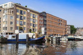 Amsterdam, Netherlands, on July 10, 2014. View of the river bank Amstel — Stockfoto