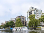Amsterdam, Netherlands, on July 10, 2014. View of the river bank Amstel — Photo