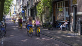 Amsterdam, Netherlands, on July 10, 2014. A typical urban view with old buildings on the bank of the channel — Foto Stock