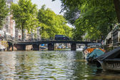Amsterdam, Netherlands, on July 10, 2014. Inhabited boats at the coast of the channel — Foto de Stock