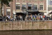 Amsterdam, Netherlands, on July 10, 2014. Summer cafe on the city street — Zdjęcie stockowe