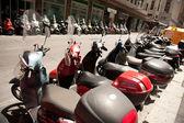 мотоцикл в ряд на улице. мотоцикл выставке в италии — Стоковое фото