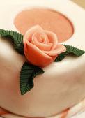 Tårta med marsipan rosor — Stockfoto