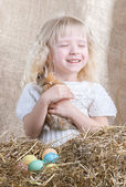 Little girl rejoices little bunny — Stock Photo