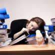 Businesswoman sleeping at office - Stockfoto