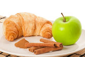 Green apple, cinnamon, cornetto — Stock Photo
