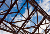 桥梁在蓝蓝的天空 — 图库照片