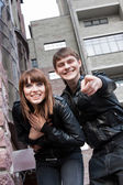 Photo of smiling woman and man pointing — Foto Stock