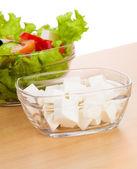 Bild av plattor med grekisk sallad och fetaost — Stockfoto