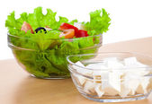 Картина пластины с Греческий салат и сыр фета — Стоковое фото