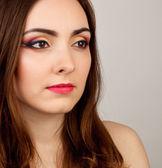 Retrato de uma mulher bonita com maquiagem — Foto Stock