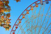 Ferris wheel and autumn foliage — Stock Photo