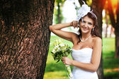 Hermosa novia vestida de blanco — Foto de Stock