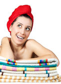 Chica joven y bella con la toalla en el pelo — Foto de Stock