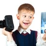 Junge hält Kamera und x-ray Foto — Stockfoto