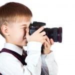 Junge ist Holding Kamera und fotografieren — Stockfoto