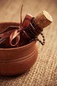 Glasflasche ätherisches öl. aromatherapie — Stockfoto