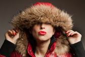 Young woman wearing furry hood — Fotografia Stock