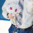 Groom is holding beautiful flowers bouquet — Stock Photo