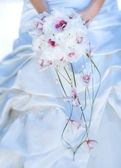 Bridal bouquet in the the bride's hands — Stockfoto
