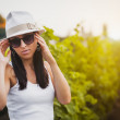 Pretty girl in the vineyard — Stock Photo